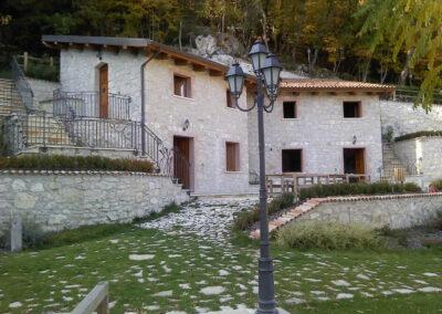 villaggio-ristoro-la-cascata-quadri-mini-appartamenti
